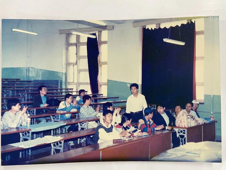 邀请郑军在吉大和光机学院(现在改名为长春理工大学)的讲座